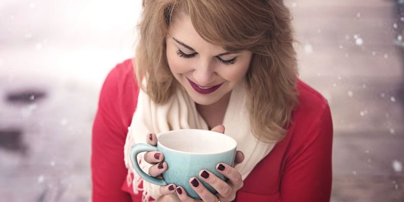 wintery-warm-coffee-hygge-avoid-the-christmas-overwhelm